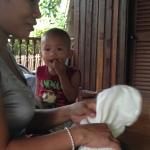 タイのスクールで、ハーブボールを手作業で作っています★
